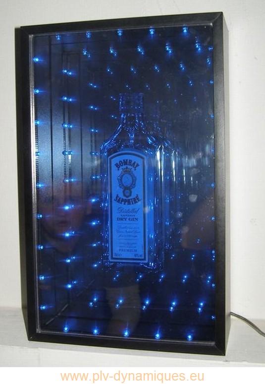 panneau publicitaire - affichage lumineux avec objet en relief