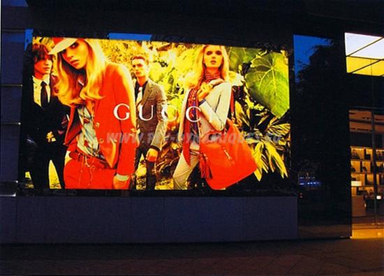 plv dynamique - Affichage dans une galerie marchande ; écran lcd grande dimension.