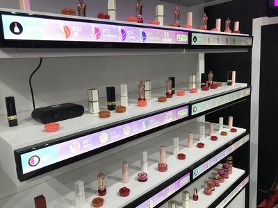 écrans dynamiques - vue des étiquettes dans un linéaires de cosmétiques